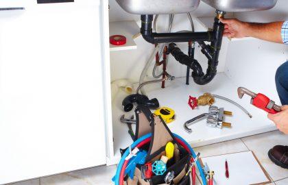 האם חומר ביתי לפתיחת סתימת ביוב באמת עוזר?